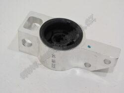 Držák uložení ložisek-lůžko guma-kov Octavia2/Superb2/Yeti pravé TOPRAN ; 1K0199