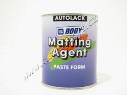 Pasta matovací BODY 800 - 1kg-Speciální matovací pasta do syntetických a akrylátových jedno nebo dvousložkových barev. Podle žádaného stupně matu použijeme 20-50% pasty. Při aplikaci do 2K barev přidáváme s použitím měrky jako první matovací pastu (směs dobře promícháme) a poté přidáme tužidlo a ředidlo. Přidání pmatovací pasty má za následek snížení viskozity. Z tohoto důvodu ředíme o 5-10% méně než je uvedeno v návodu. Doporučujeme aplikaci pouze stříkáním.