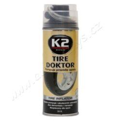 Sprej na lepení pneu 450ml CAPTAIN-K2 TIRE KOKTOR je sprej který opravuje vpichy do všech typů pneumatik, ať bezdušových tak i s duší a to bez nutnosti demontáže pneumatiky. Vhodné zejména pro osobní automobily a motocykly. Latexová látka rychle a účině těsní většinu defektů bez demontáže a nářadí. Přípravek nemá vliv na vyvážení kola.  Použití: Odstranit předmět, který defekt způsobil. Je-li to možné, popojet či kolo otočit tak, aby byl ventilek nahoře. Důkladně našroubovat koncovku na hadičce na ventil pneumatiky. Držte plechovku dnem vzhůru a ztlačte ventil na spreji. Aplikujte celý obsah spreje do pneumatiky cca 1-2 min. Odpojte hadičku od pneumatiky a ihned popojet 5km max rychlostí 35km/hod. Oprava má charakter dočasný - než vyhledáte servis. Informujte servis o použití tohoto přípravku.  Objem: 400ml